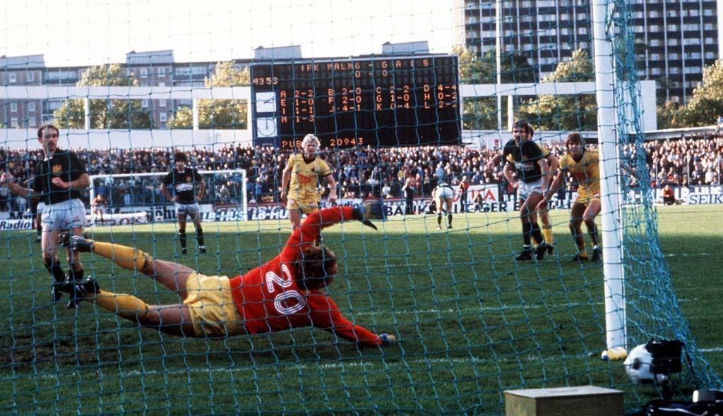 IFK Malmös målvakt Bo Theander släpper i straffen som innebar att klubben missade avancemang till allsvenskan. Foto: Bildbyrån