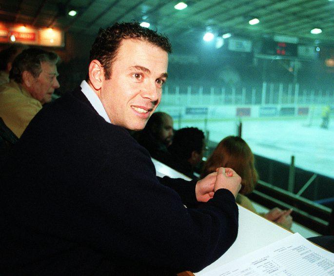 Burra lägger hockeyrören på hyllan och blir tränare. Foto: Bildbyrån