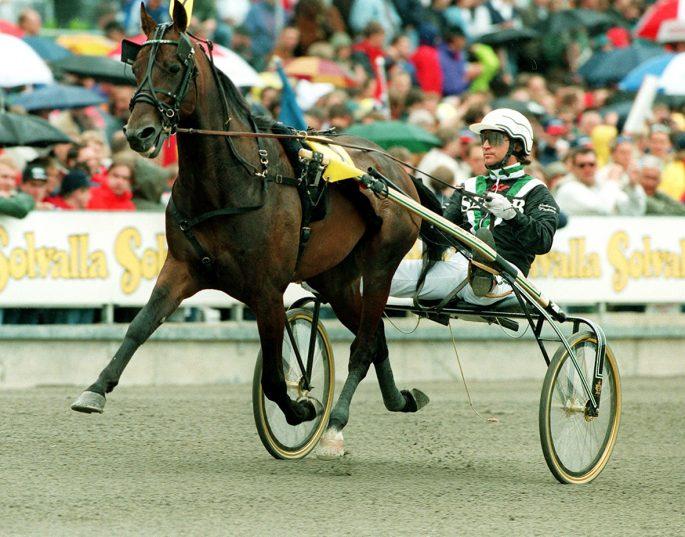 Johnny Taker kör Tullemans V75-spik. Foto: Bildbyrån