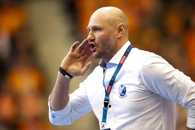 Ola Lindgren jagar på sina trupper i ett orange publikhav. På söndag gäller det att försvara sin position som svenska mästare.                                     Foto: Bildbyrån