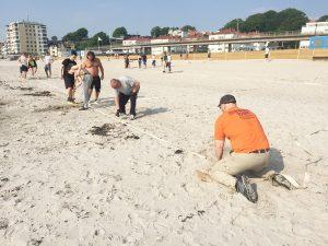 Förberedelserna i full gång inför helgens beachhandboll på Fria Bad i OV Helsingborgs regi. Foto: Christoffer Ekmark