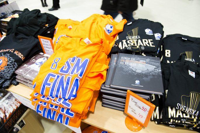 IFK-prylar säljer bra. Foto: Bildbyrån