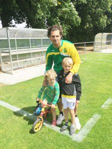 Martin Prahl med barnen.