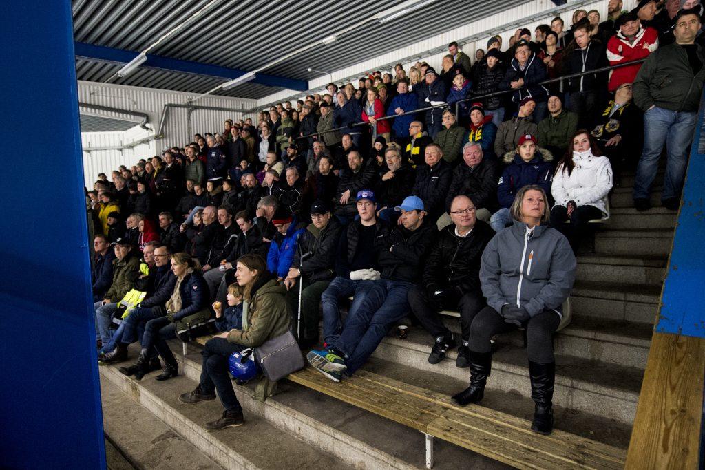 150331 Publik under ishockeymatchen i kvalet till Hockeyallsvenskan mellan Pantern och AIK den 31 mars 2015 i Malmš. Foto: Petter Arvidson / BILDBYRN / kod PA / 91103