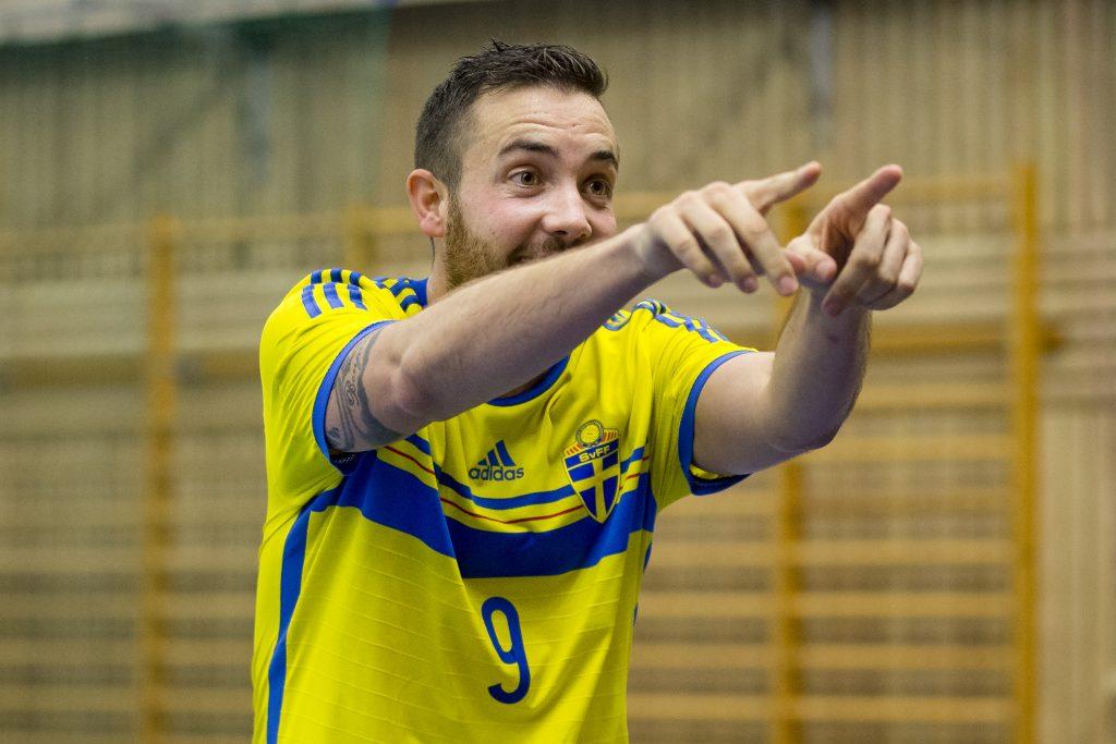 151023 Sveriges Kristian Legiec jublar efter sitt 8-4 mŒl under futsalmatchen i VM-kvalet mellan Sverige och San Marino den 23 oktober 2015 i Uddevalla. Foto: Michael Erichsen / BILDBYRN / Cop 89