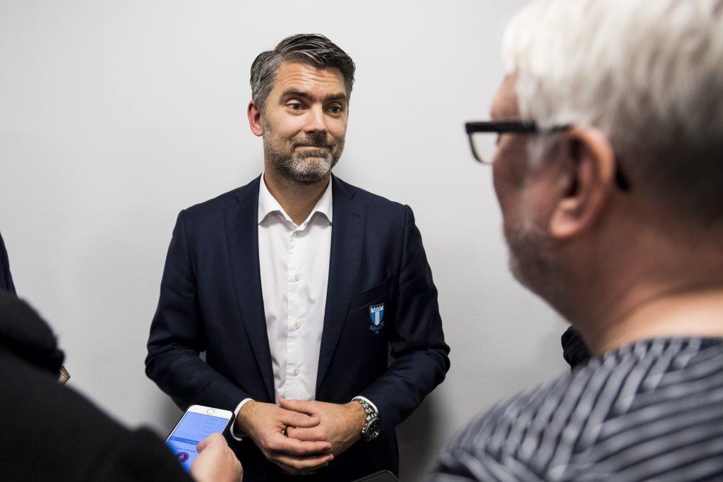 161123 Malmš FFs VD Niclas CarlnŽn pratar med media efter att Magnus Pehrsson presenterats som ny trŠnare fšr Malmš FF under en presskonferens den 23 november 2016 i Malmš. Foto: Petter Arvidson / BILDBYRN / kod PA / 91525
