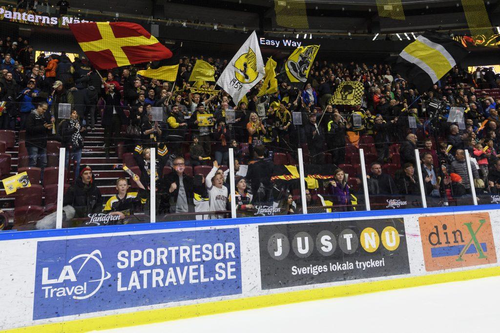 170129 Panterns supporters jublar efter en ishockeymatch i Hockeyallsvenskan mellan Pantern och Modo den 29 januari 2017 i Malmš. Foto: Anders Bjurš / BILDBYRN / Cop 145