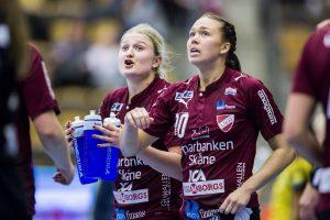 170218 Lugis Hanna Blomstrand och Jenny Carlsson under handbollsmatchen i SHE mellan Lugi och SŠvehof den 18 februari 2017 i Lund.  Foto: Mathilda Ahlberg / BILDBYRN / Cop 178