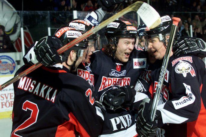 020131 Ishockey, Elitserien: Mika Hannula, Juha RiihijŠrvi och Mikael Wahlberg, Malmš. Jubel, glŠdje. © BildbyrŒn - Dig kamera