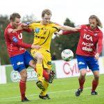 111009 Fotboll, superettan, Ängelholm - Öster: David Thor Vidarsson och Patrik Bojent, Öster, mot Jonas Lindh, Ängelholm © Bildbyrån - 63883