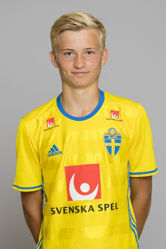160805 Johan Rapp som spelar i P15/01 landslaget i fotboll poserar fšr ett portrŠtt den 5 Augusti 2016 i Stockholm.  Foto: Andreas Sandstršm / BILDBYRN / Cop 104