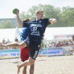 160723 Flensburgs Anders Zachariassen i matchen mellan Flensburg och hus i herrar elit i hus Beachhandboll 23 juli 2016.   Foto: Lennart MŒnsson / BILDBYRN  / kod LM / 64927