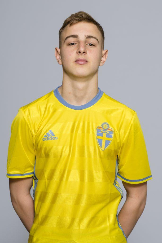170331 Amel Mujanic i P16-landslaget poserar fšr ett portrŠtt den 31 mars 2017 i Stockholm. Foto: Simon HastegŒrd / BildbyrŒn / Cop 118