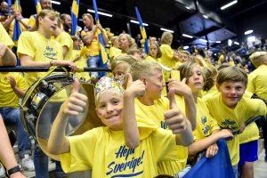 170613 Unga svenska fans infšr damernas VM-kvalmatch i handboll mellan Sverige och Makedonien den 13 juni 2017 i Ystad. Foto: Christian …rnberg / BILDBYRN / Cop 166