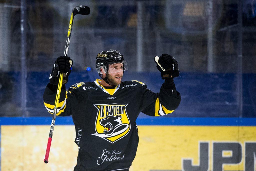170817 Panterns Sebastian Dyk jublar efter ishockeymatchen mellan Pantern och Malmš Redhawks den 17 augusti 2017 i Malmš. Foto: Ludvig Thunman / BILDBYRN / kod LT / 35351