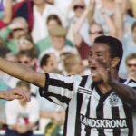 920521 Fotboll, Div 1 Sšdra, Helsingborg - Landskrona, 1-2: Per Harrysson och Issa Manglind, Landskrona jublar efter gjort mŒl. ©ÊBildbyrŒn - 16032