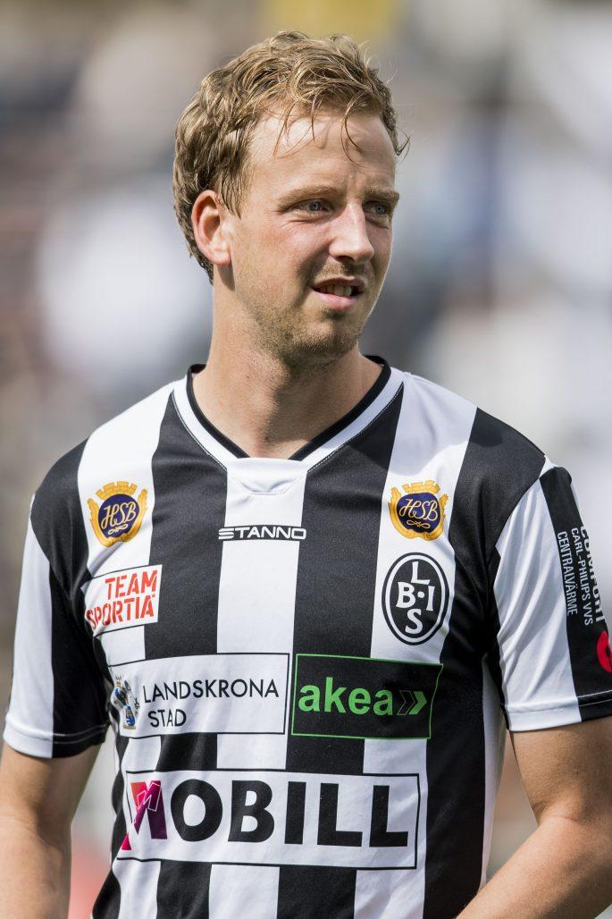 170702 Landskronas Viktor Svensson infšr fotbollsmatchen i Division 1 Sšdra mellan Landskrona BoIS och Oddevold den 2 juli 2017 i Landskrona. Foto: Mathilda Ahlberg / BILDBYRN / Cop 178