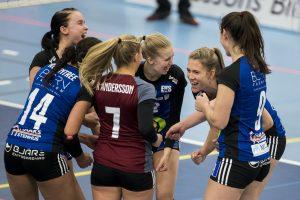 171008 Engelholms spelare jublar under volleybollmatchen i Elitserien mellan Engelholm och Degerfors den 8 oktober 2017 i €ngelholm. Foto: Mathilda Ahlberg / BILDBYRN / Cop 178