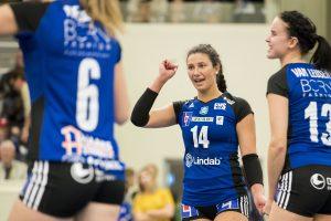 171008 Engelholms Tess Rountree jublar under volleybollmatchen i Elitserien mellan Engelholm och Degerfors den 8 oktober 2017 i €ngelholm. Foto: Mathilda Ahlberg / BILDBYRN / Cop 178